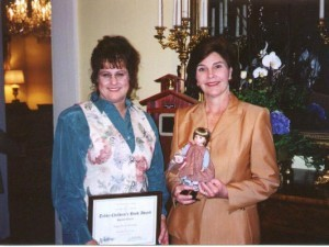 Laura_Bush_presenting_award3-300x225